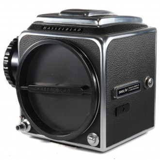 Hasselblad 500C/M Body Only + Waist Level Finder + Standard Screen +Winding Knob